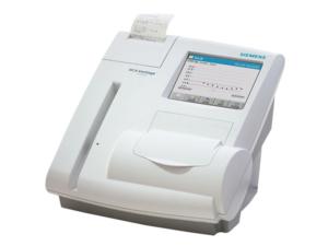 ヘモグロビンA1c測定機器の写真